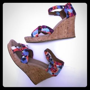 TOMS Floral Wedge Criss Cross Strap Sandals Size 8